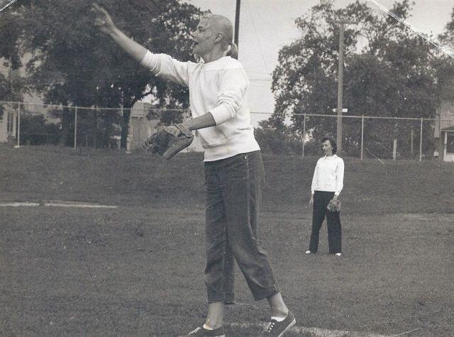 1957-momball2
