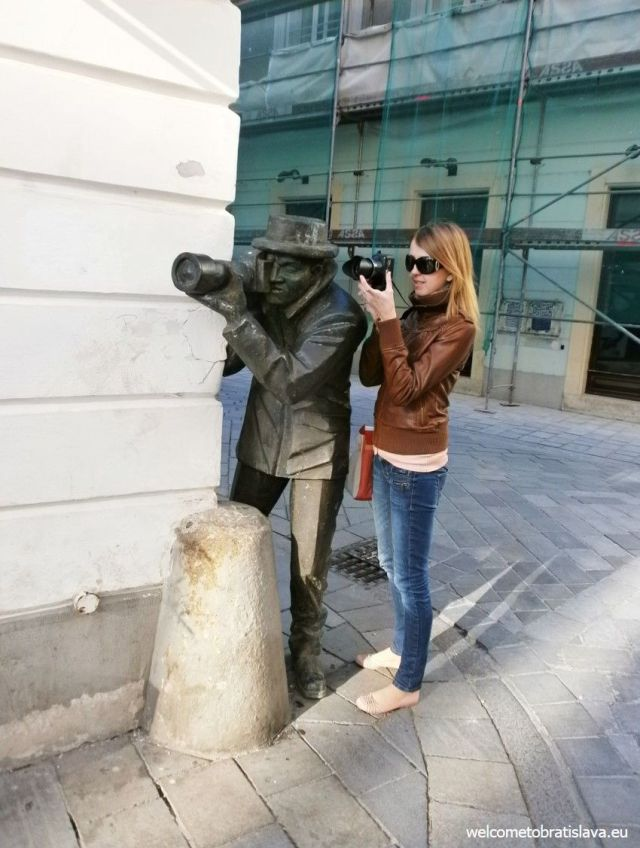 bratislava statue2